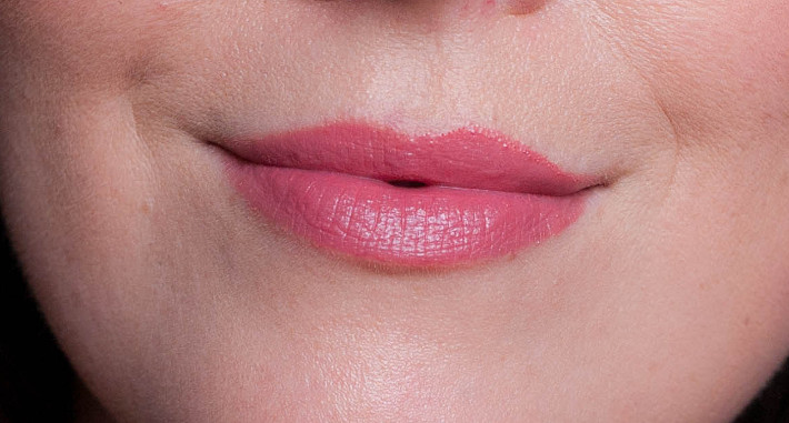 Guerlain Kiss Kiss Fall in Red lipstick review