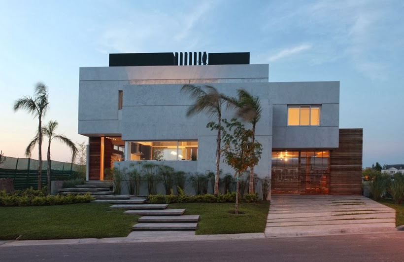 Street facade light on Casa del Cabo by Andres Remy Arquitectos
