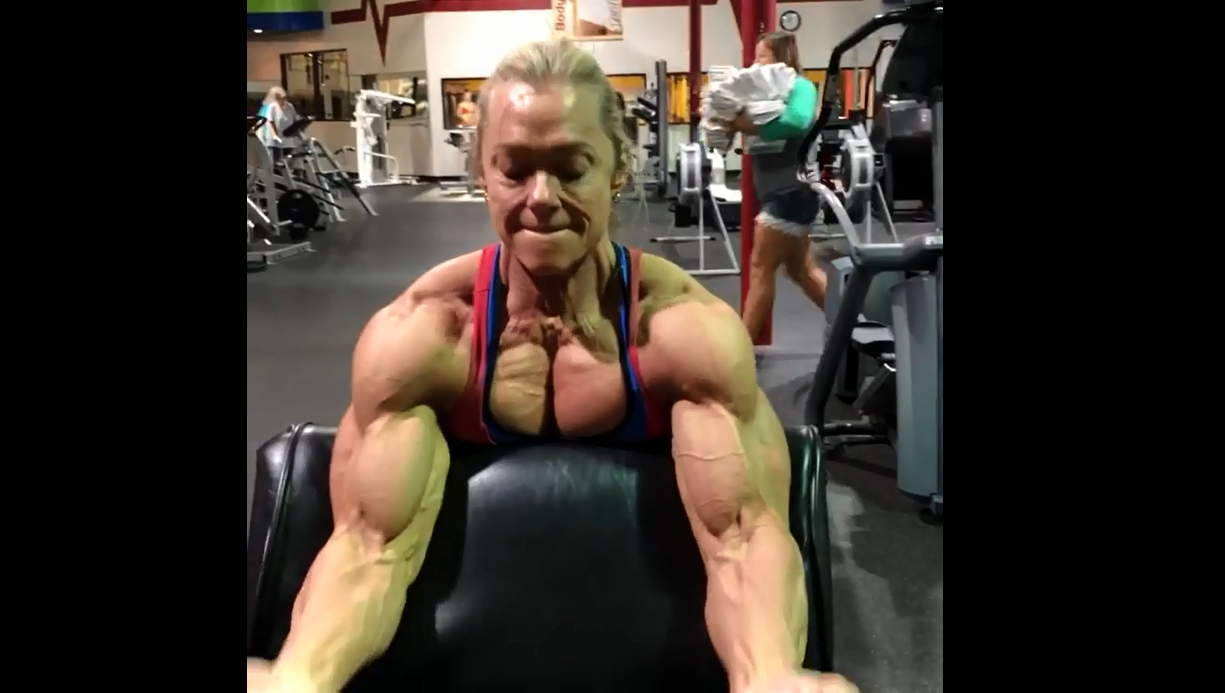 Video female bodybuilder shows off her well-earned and incredible midsection :