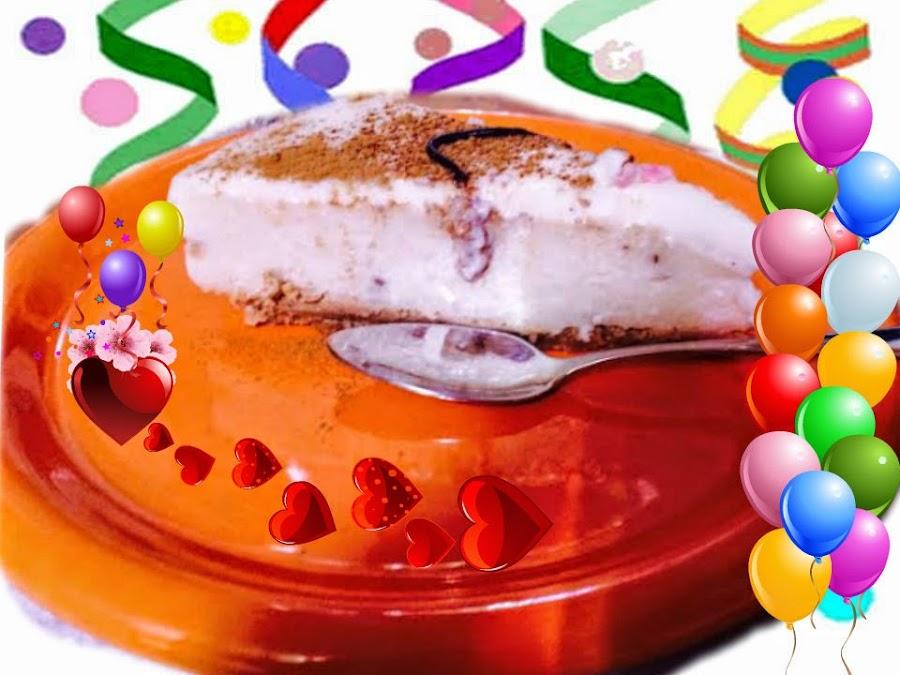 Tarta de mousse de arroz con Leche con cobertura de chocolate blanco.