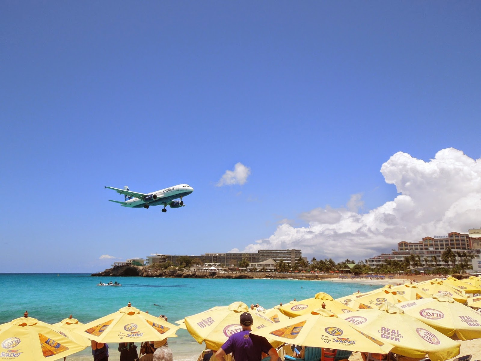 plane landing at Maho Beach