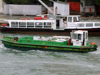 """Venezianischer """"Müllwagen"""", Photo by Gunther H.G. Geick"""