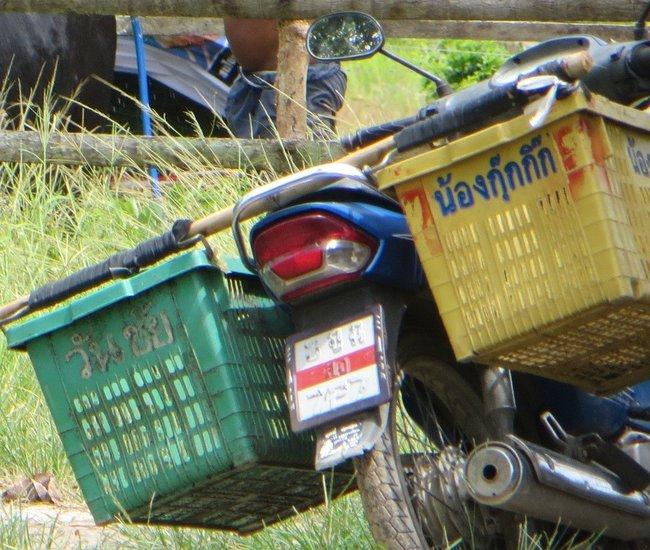 Мопед с корзинами по бокам Таиланд