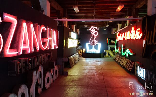 Wyjdź z pokoju #4 - Muzeum Neonów, czyli oświecenie w stylu retro - CZYTAJ DALEJ