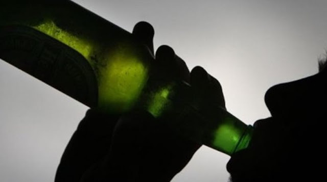 ΧΑΝΙΑ: Έγινε τύφλα στο μεθύσι, δε θυμόταν ποιος ήταν και φώναξε την πυροσβεστική… να τον μαζέψει!