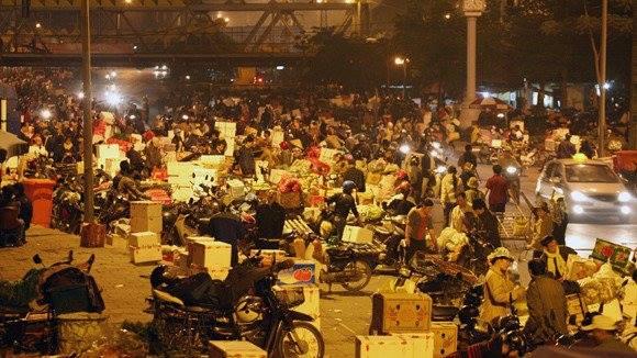 Chợ đầu mối Long Biên