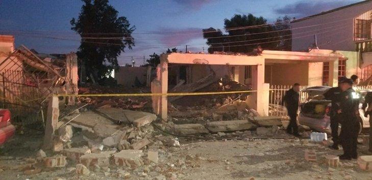Gāzes sprādziens noposta trīs mājās Meksikā