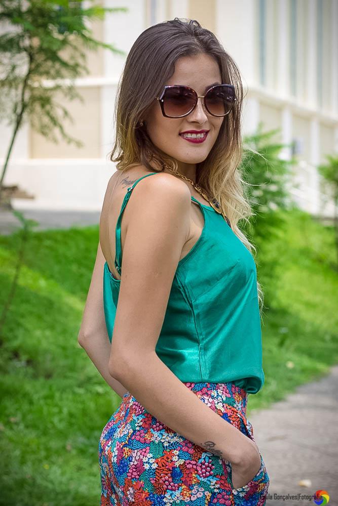 Look com calça pantalona colorida Pernambucanas Aline Arruda / Ally Arruda