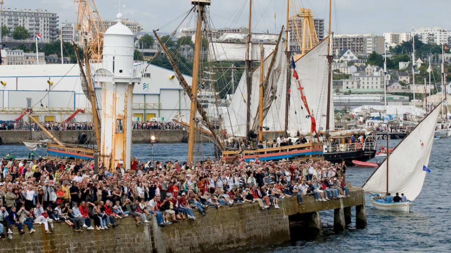Brest festival people wharf