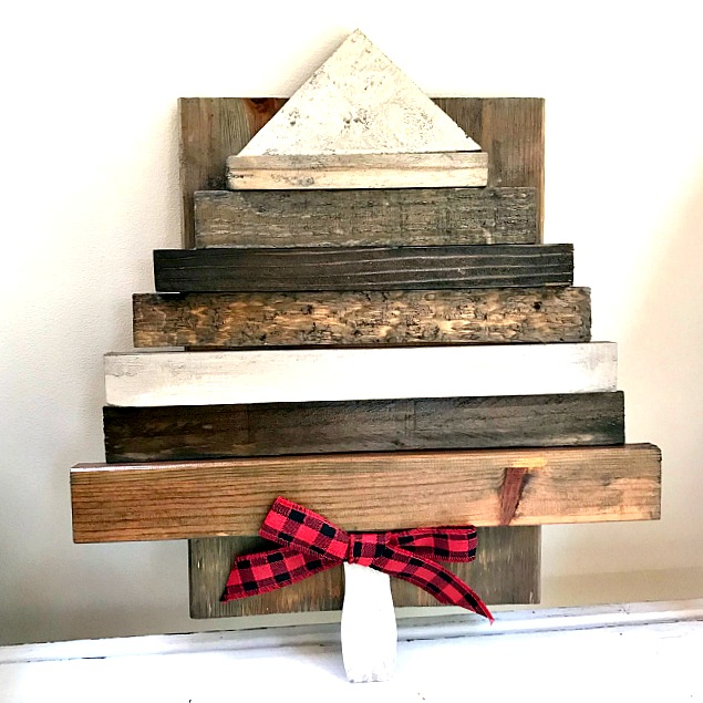 Rustic DIY Wooden Christmas Tree Round-up . Homeroad.net