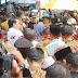 Ribuan Pedagang Berebutan Untuk Salaman Dengan Presiden