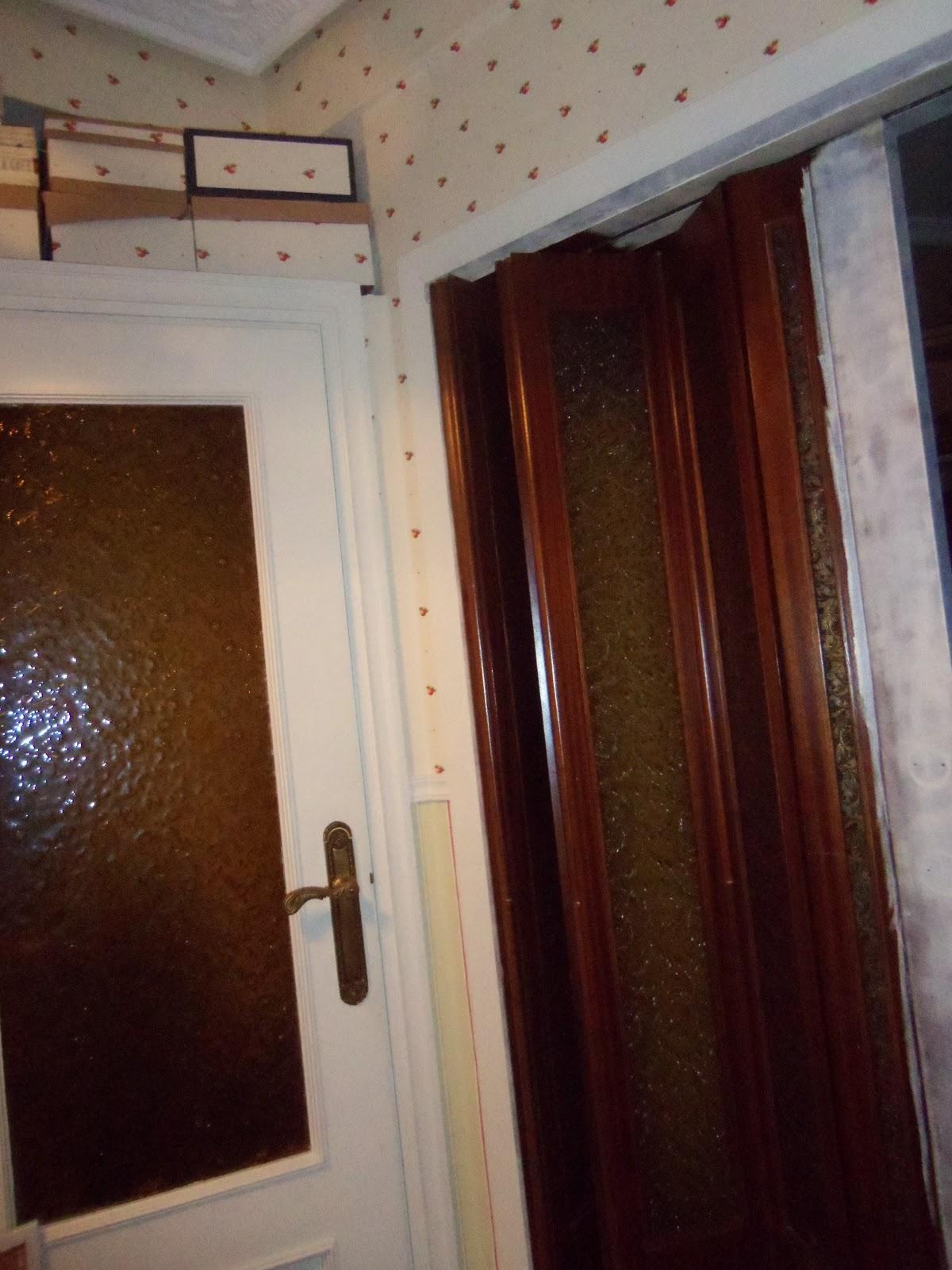 P xaros en la cabeza puerta corredera pintada for Pintar cristales de puertas