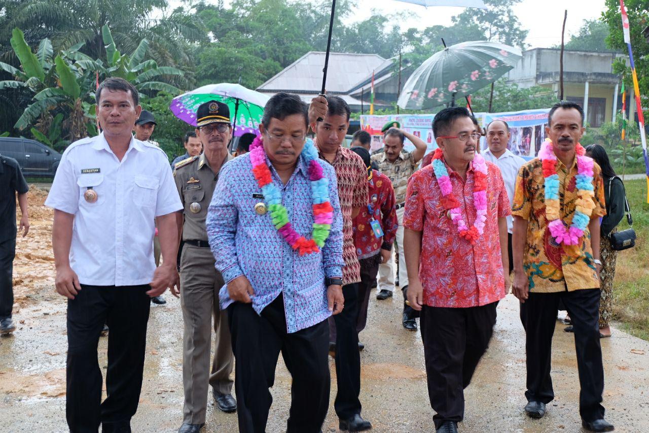 Foto 1: Peresmian Empat Pasar Rakyat di Kabupaten Sekadau di Resmikan oleh Bupati Sekadau, Jumat (6/4/2018).