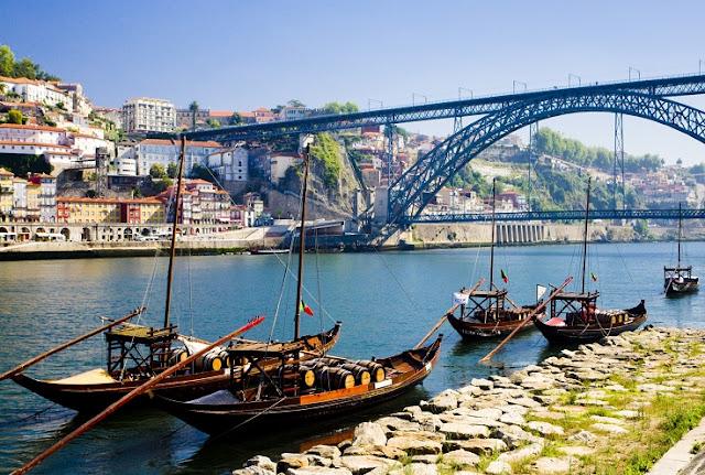 Tempo de avião até o Porto desde o Brasil
