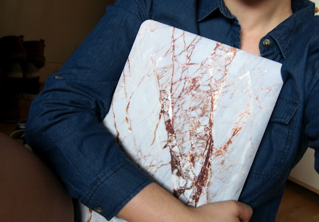 Holding Marble Case
