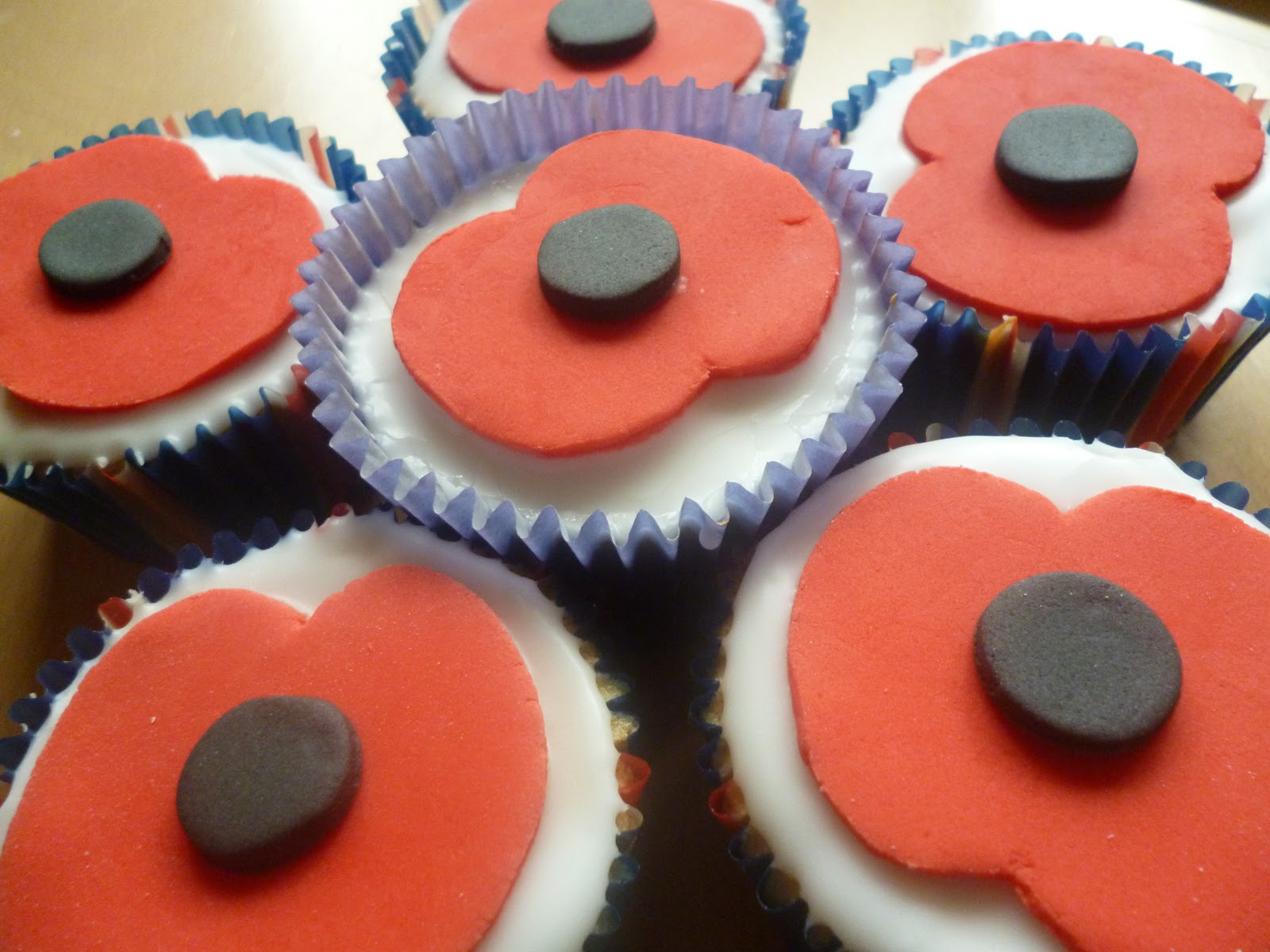How Make Poppy Cake Topper Remembrance Day Cakes