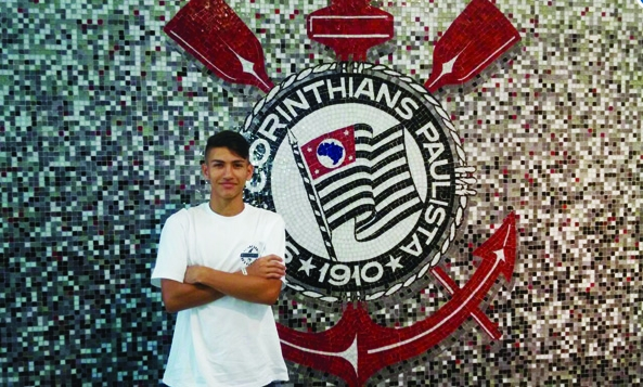 Barretense de 15 anos inicia treinamentos no Corinthians