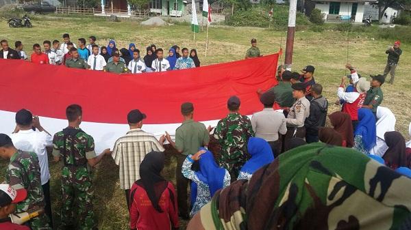 Bendera Ukuran 5x12 Meter Berkibar di Lampahan
