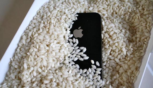 إصلاح الهاتف المبلل بالأرز