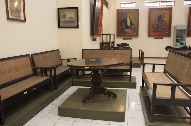 Kursi Ruang Tamu Sederhana Dari Kayu Jati Kursi Ruang Tamu Sederhana Dari Kayu Jati