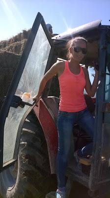 H 24χρονη που άφησε τους VIP του αεροδρομίου για να γίνει κτηνοτρόφος στην Ηγουμενίτσα [εικόνες]