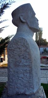 Η προτομή του Σπύρου Παρασκευαΐδη στο Λαιμό
