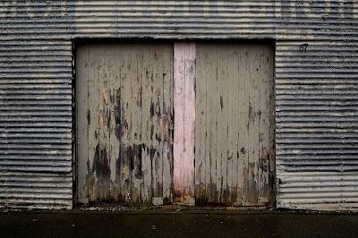 Clunes, Door