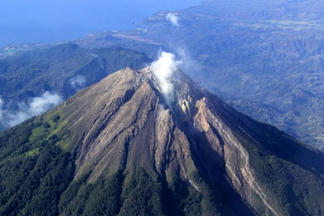 Gunung Raung di Jawa Timur