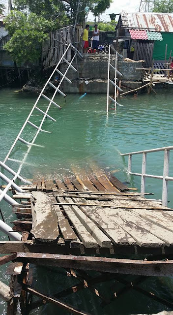 Foot Bridge Worth A Million Pesos Have Collapsed In Iloilo City. Unbelievable!