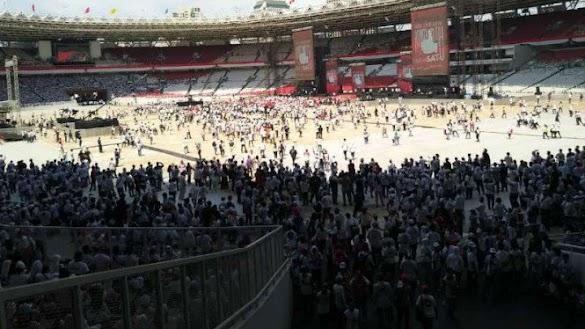 Massa Pendukung Jokowi Berjejalan, Merangsek Minta Masuk GBK
