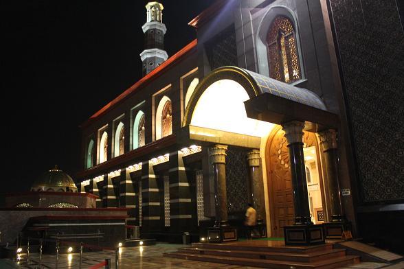 Wisata Masjid Kubah Emas Depok