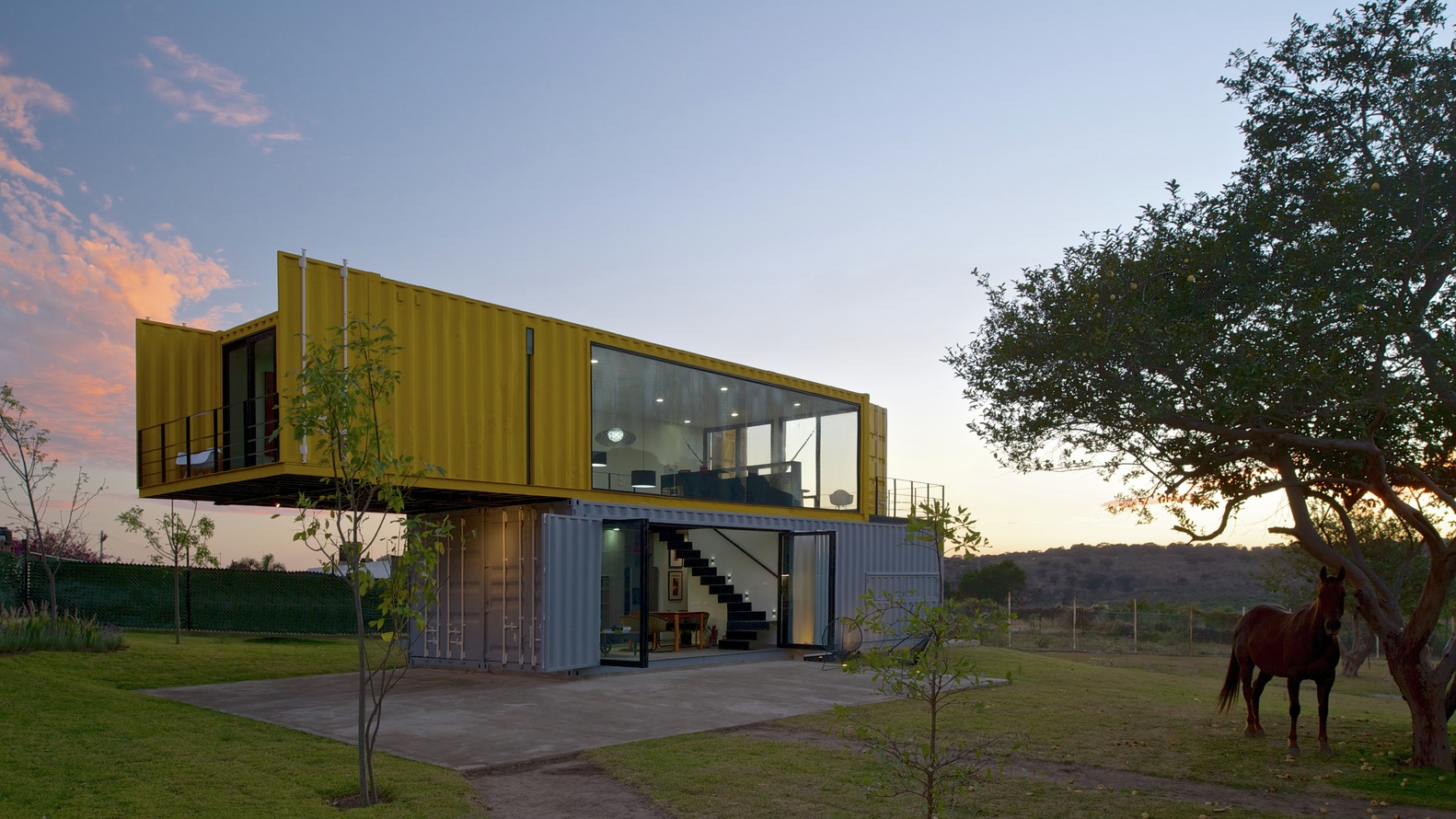Shipping container homes huiini container house in mexico for Casa in container
