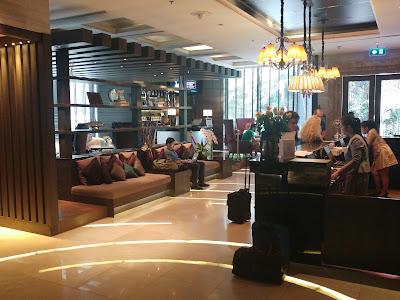 The Continent Hotel, vastaanottotiski