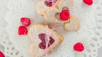 heart biscuits hd wallpaper