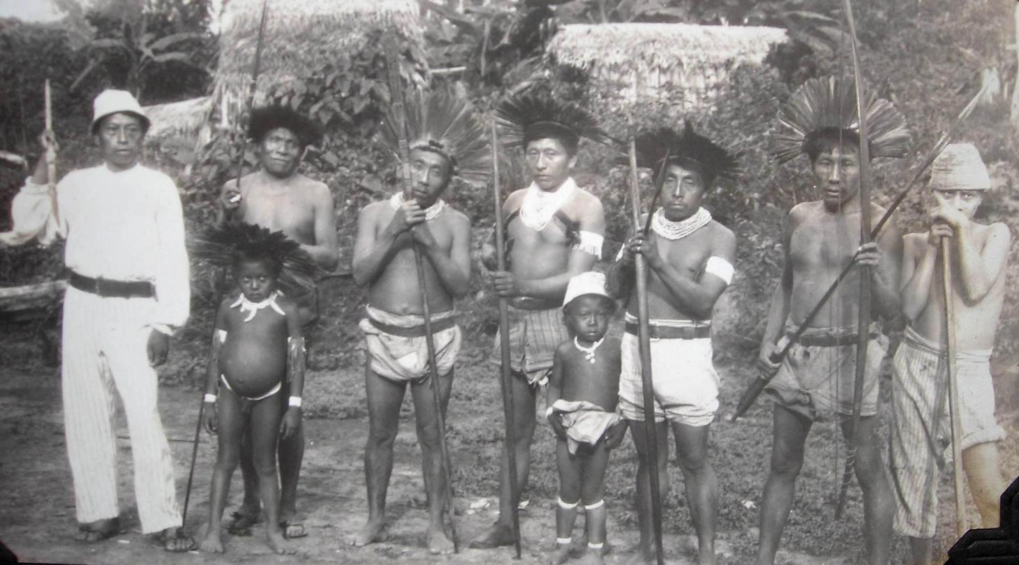 Índios Kaxinawá em Transwaal, no rio Jordão, afluente do rio Tarauacá, em 1924. Foto Blog do Netuno