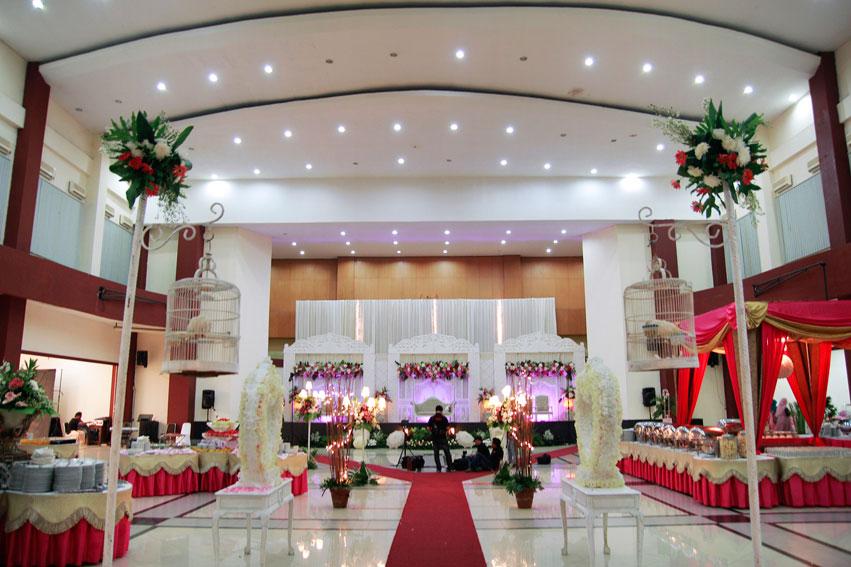 Dekorasi Pernikahan Merah Putih (tidarscatering.com)