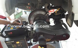 Prosedur penggantian dan pembubutan cakram rem Mengenal Prosedur Pembubutan Dan Penggantian Cakram Rem Mobil