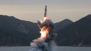 """كوريا الشمالية تطلق صواريخ علي اليابان ، وطوكيو تحذر المواطنون """"الاستعداد للاسوا"""""""