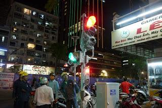 Hình ảnh lắp đèn tín hiệu giao thông có âm thanh đầu tiên ở TP HCM