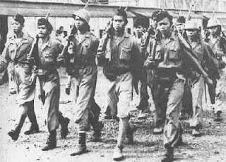 Tentara BKR sedang melakukan latihan