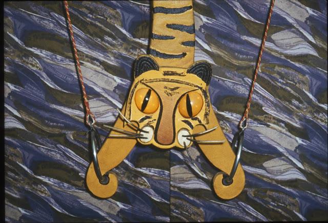 Тигр на витрине Детского мира в риге