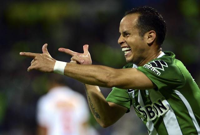 Santos ainda não desistiu de trazer Guerra para a Libertadores de 2017 (Foto: RAUL ARBOLEDA/AFP)