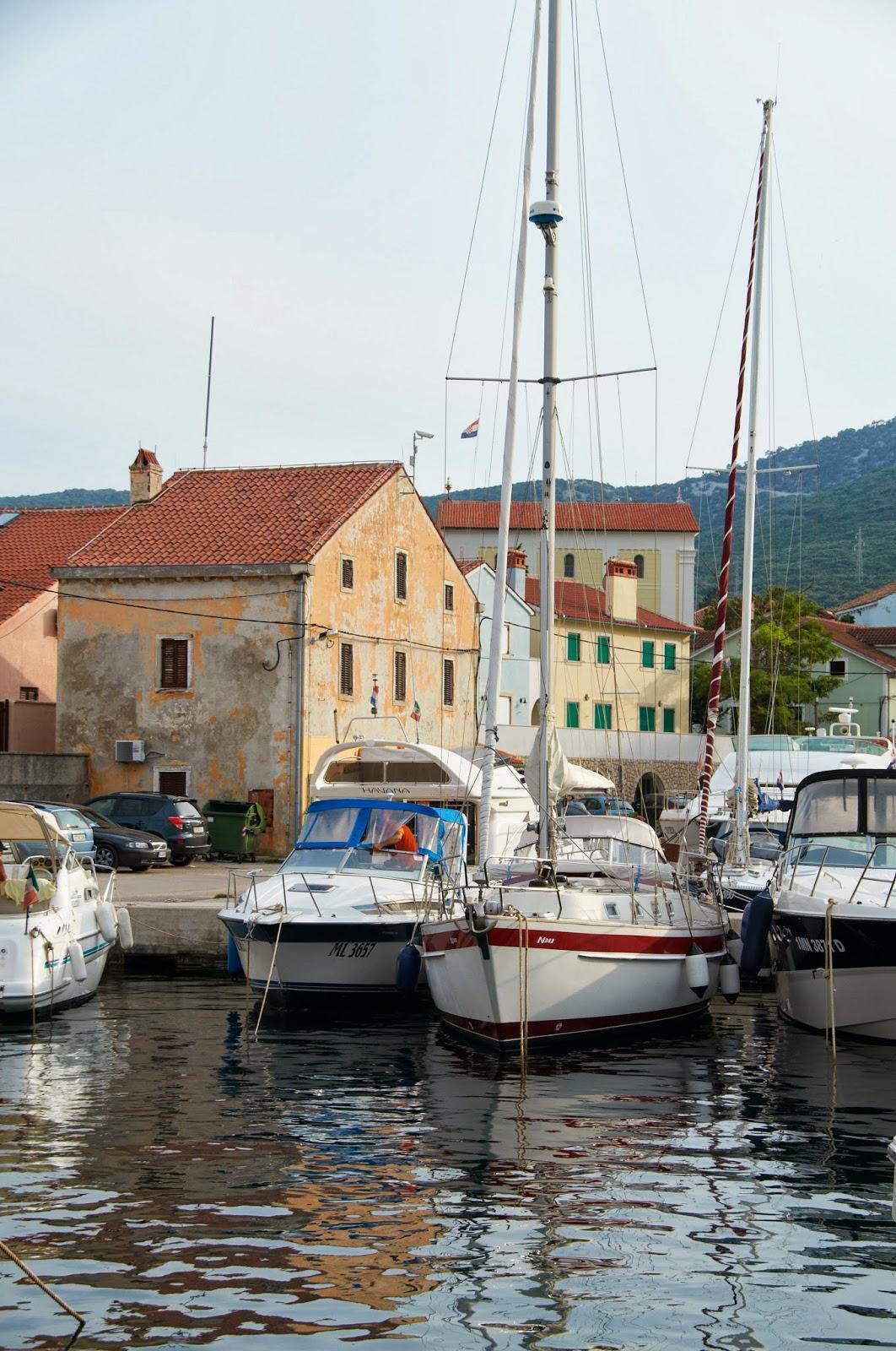 centrum małego miasteczka w Chorwacji
