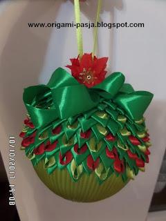 Duża bombka ze wstążki, styropian, zielona, świeta Bożego Narodzenia, ozdoba.
