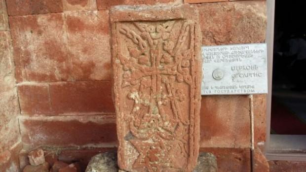Zoomin.TV: lápidas del siglo X escondidas en Armenia (video)
