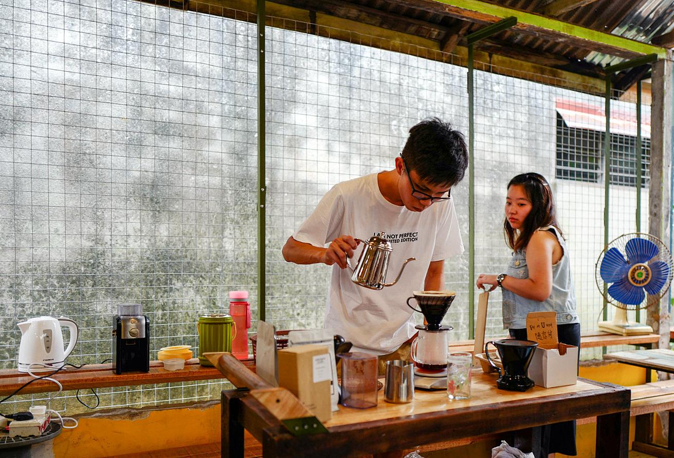 eat drink kl: rojak wan @ little giraffe book club, balakong