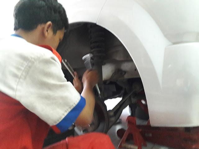 Cara mengganti shockbreaker Suzuki APV