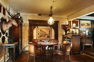 Pemakaian Furniture Antik Untuk Ruasana Rumah Klasik