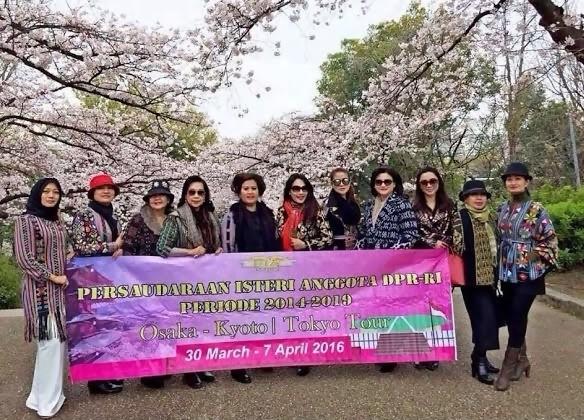 Lihatlah Asyiknya Istri-Istri Anggota DPR Pelesiran ke Jepang