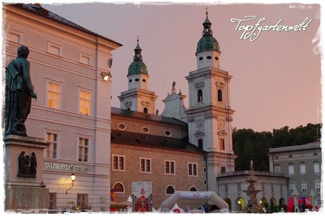 Salzburg, Mozartplatz, Dämmerung